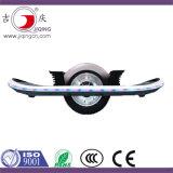 電気スクーターHoverboardのバランスをとっている単一の車輪の自己