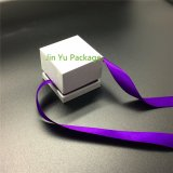 De uitstekende kwaliteit Aangepaste Doos van de Verpakking van de Juwelen van de Gift van het Karton van het Embleem Vastgestelde