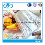 Sac à provisions en plastique clair de qualité sur le roulis pour la nourriture