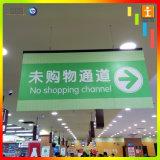 La publicité du drapeau s'arrêtant de promotion pour le supermarché