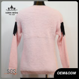 女性の毛皮の特別な袖によって編まれるプルオーバーのセーター