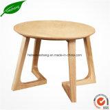 現代純木表の喫茶店の店の木のコーヒーテーブル