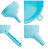 Entonnoir en plastique coloré d'outil de cuisine avec le traitement