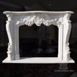 Mensola del camino di marmo ispirata francese del camino, stile barrocco Rococo, intagliato molto