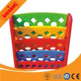 Полка игрушки школы привлекательных малышей деревянная