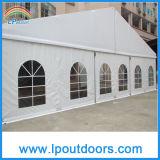 500 de mensen ontruimen de Tent van de Markttent van de Partij van het Huwelijk van de Luxe van de Spanwijdte