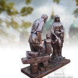 Het Gietende Standbeeld van het brons van de Heilige Familie