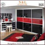 最もよい品質の現代木の滑走のワードローブの寝室デザイン