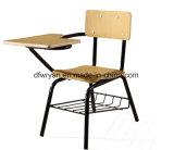 トレーニングの椅子または書見台付き椅子か音楽椅子