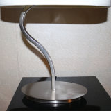 Lampada del tavolino da notte dell'acciaio inossidabile di figura di S per il progetto dell'hotel