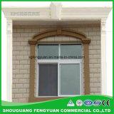 Polystyren dekorativ und Isolierung, die um Windows formt