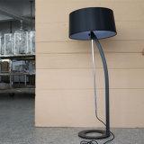 Lámpara de suelo ajustable negra decorativa de Matt del hotel moderno