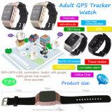 Пожилые люди наблюдают с вахтой отслежывателя GPS и монитором тарифа сердца