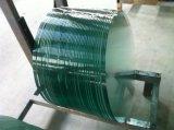 円形の緩和されたガラスのテーブルの上