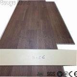 Texture en bois naturel à l'intérieur plancher recouvert de vinyle SPC