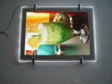 Finestra che appende i blocchi per grafici di cristallo acrilici della foto