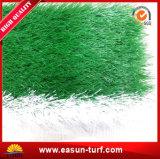 柔らかく、多彩な人工的な泥炭に床を張っているフットボールの人工的な草及びスポーツ