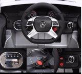 Schwarze MERCEDES-BENZfahrt auf Auto