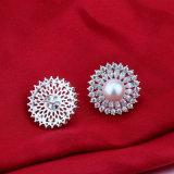 은에 있는 자연적인 민물 진주 귀걸이 다이아몬드 형식 보석