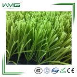 Alfombra sintetizada de la hierba del campo de fútbol
