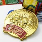 L'oro su ordine 3D di personalità poco costosa ha impresso il disegno la medaglia incisa in lega di zinco fatta di sport di marchio dello smalto molle della pressofusione