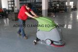 Weg hinter Fußboden-Waschmaschine-Wäscher-Trockner