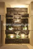 La pietra artificiale leggera del fungo copre di tegoli le mattonelle della parete