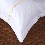 Lo strato di lusso bianco del cotone ha impostato per l'hotel
