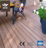 L'extérieur en bois de gaufrage WPC Composite Decking en plastique