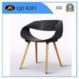 Hightの品質のカスタム豪華な人間工学的のプラスチック食堂の椅子