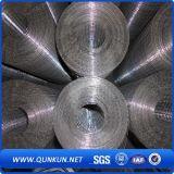 На заводе ISO высокого качества оцинкованной сварной проволочной сеткой