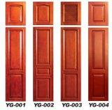 木製のドアの内部ドアの食器棚のドア