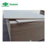材木のホーム家具の平野MDFのボードDeorationのための等級E2との1220X2440X5mm