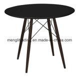 De plástico negro de la mesa de comedor