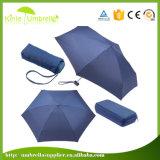 El manual abre el doblez 5 que hace publicidad del paraguas plegable ultra mini