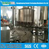 La pequeña máquina de embotellamiento de agua potable y el equipo de fabricación de bebidas