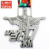 La vente en gros de Super Héros métalliques personnalisées dame femme médaille émail doux Demi-marathon