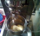表のトッピングの混合のナットおよびフルーツのアイスクリーム機械