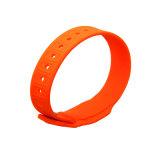 2016 Wristband impermeabile del silicone di gomma promozionale RFID per intrattenimento