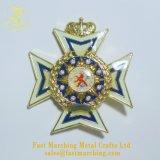 Emblema del distintivo di Pin dell'aquila del cuore dell'ala del papavero della giacca sportiva del collare dello smalto
