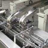 コンベヤーが付いている機械を挟む二重車線のクリーム色の満ちるビスケット