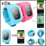 クリスマスのギフトはGPSの追跡者の子供のためのGSM Sosの呼出す機能のスマートな腕時計Q50の子供GPSの腕時計をからかう