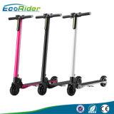 最も売れ行きの良い350W 24V 2の車輪の電気スクーターのスマートな折りたたみの蹴りの電気スケートボード