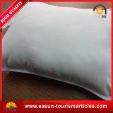 Funda de almohada del hotel con la insignia de la impresión del cliente hermoso de $