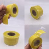 Punho das ferramentas da ferragem da construção que envolve a fita de fusão da borracha de silicone do auto