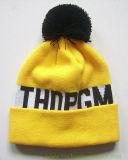 100%のアクリルのジャカード袖口の帽子の冬によって編まれる帽子によって編まれる帽子をからかう