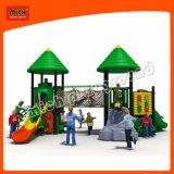 O parque de diversões crianças parque infantil exterior de equipamento com deslize