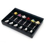 Edelstahl-Besteck-Set mit mini buntem Teapot&Cup Form Polyresin Griff