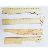 L'ufficio di misurazione del righello del pendente di legno creativo del fumetto scherza i giocattoli del regalo
