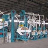 Kleinmais-Getreidemühle-Maschinerie, die in Afrika läuft